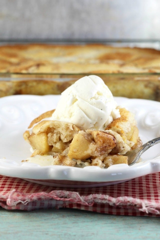 Easy Apple Cobbler Recipe ~ delicious dessert from MissintheKitchen.com