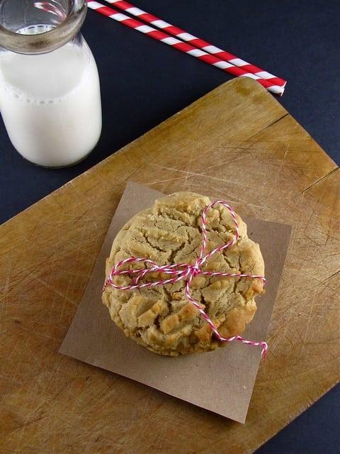 Cream Cheese Peanut Butter Cookies from www.missinthekitchen.com