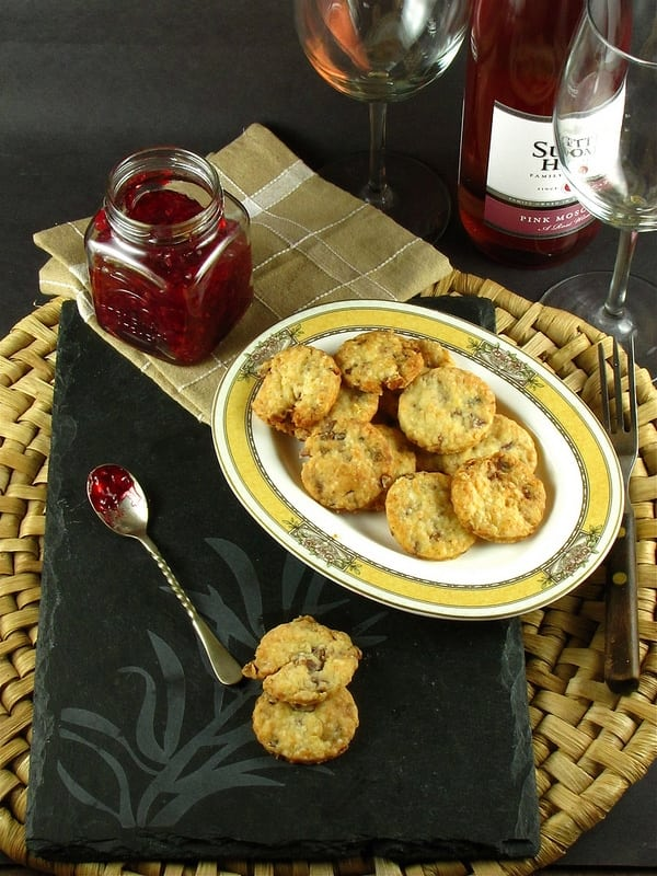 These Bacon Parmesan Crackers are ideal for lazy Sunday afternoon ...