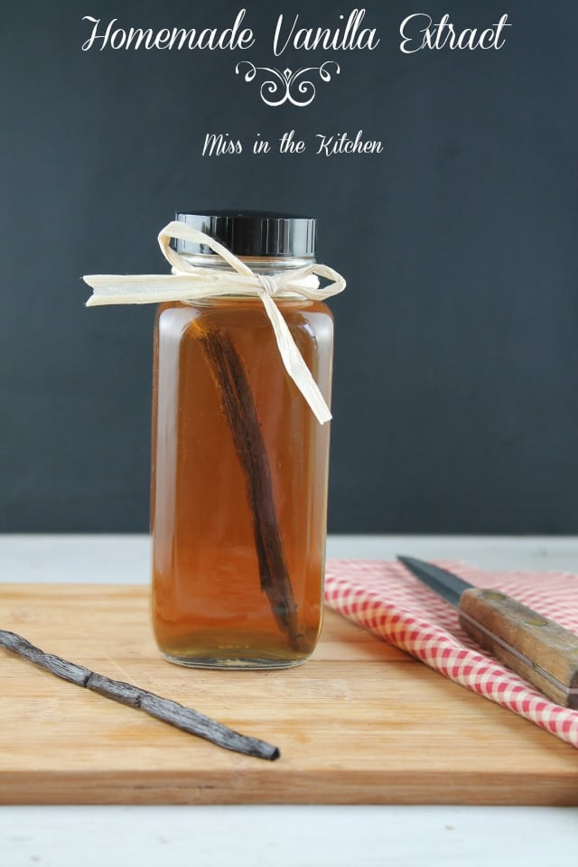Homemade Vanilla Extract is so simple to make in your own kitchen and ...
