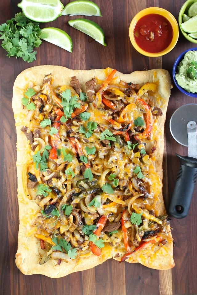 Steak Fajita Flatbreads from Miss in the Kitchen #FabulousFlatbread