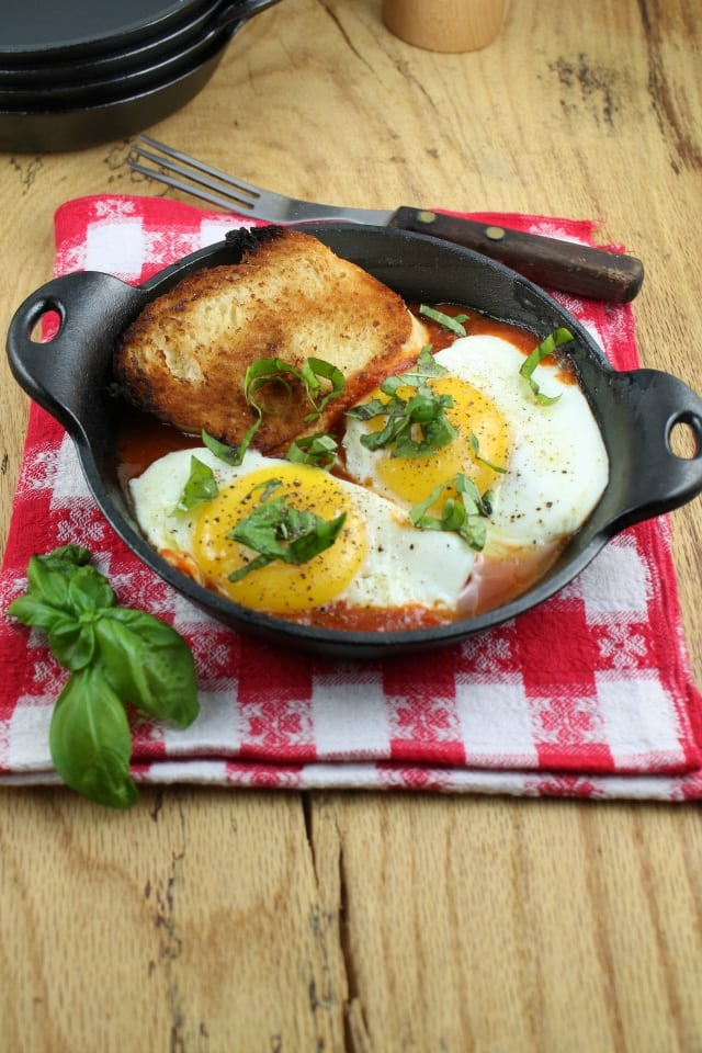 Tomato and Egg Skillets - Miss in the Kitchen #Lodge #recipe
