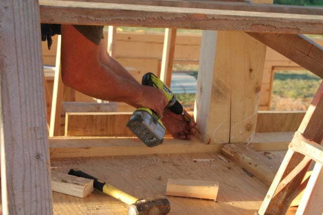 Attaching the support for center beam Log Cabin Saturday #3 Miss in the Kitchen