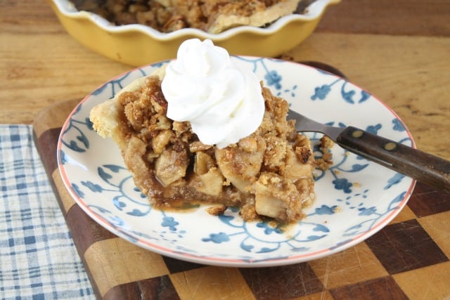 Recipe for Apple Pie with Pecan Crumble from missinthekitchen