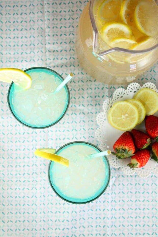 Sarasota Lemonade Party Cocktail Recipe ~ MissintheKitchen.com