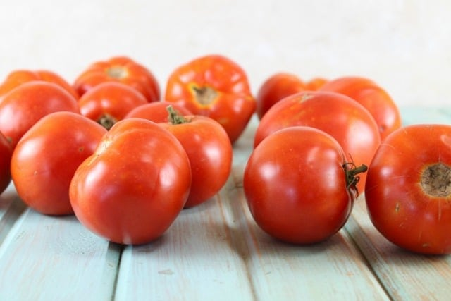 Garden Fresh Tomatoes for Roasted Tomato and Onion Sauce Recipe from MissintheKitchen #CanitForward