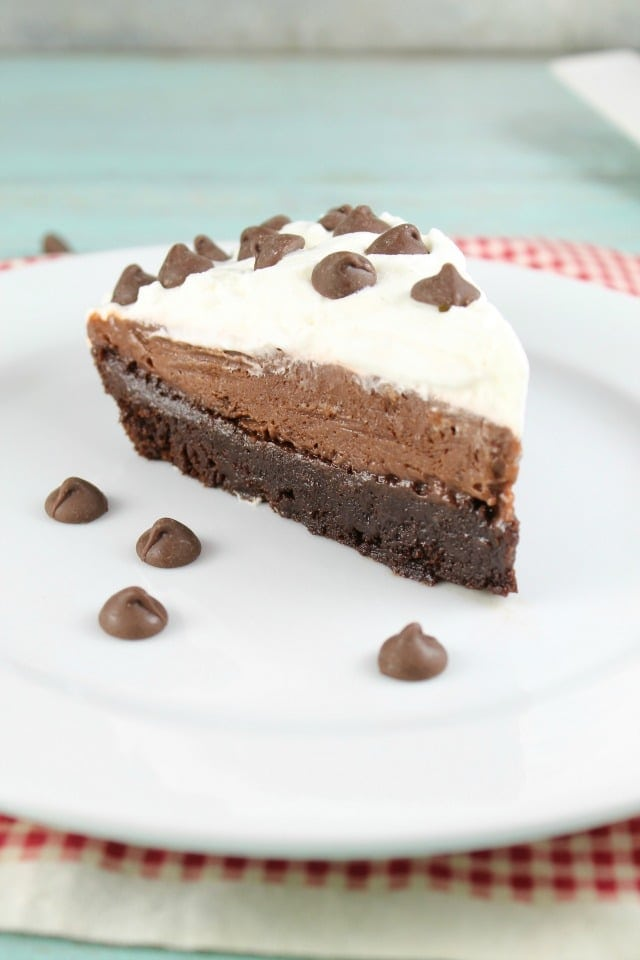 Brownie Pudding Pie Recipe from MissintheKitchen.com ~ Easy dessert recipe!