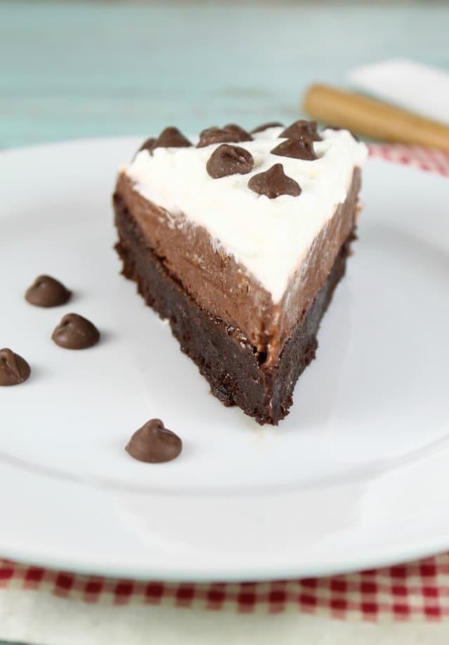 Brownie Pudding Pie Recipe ~ Easy Dessert ~ MissintheKitchen.com
