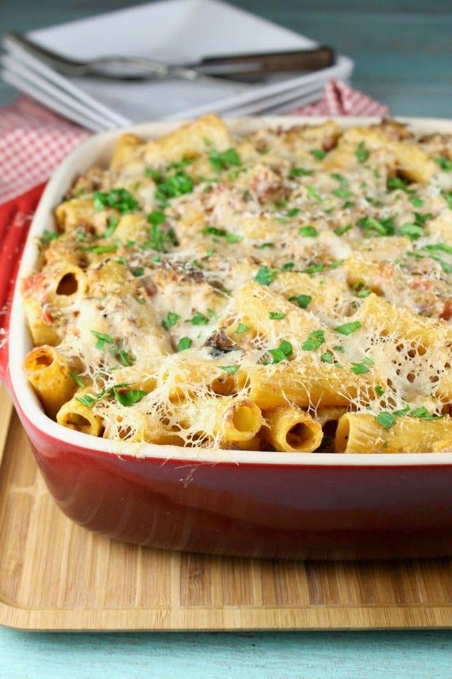 Cheesy Beef Rigatoni Casserole ~ MissintheKitchen.com | recipe | easy dinner | weeknight dinner | beef