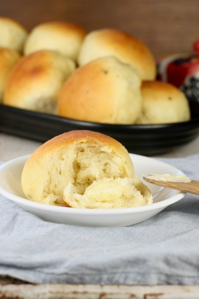 Buttermilk Ranch Dinner Rolls Recipe ~ Homemade rolls perfect for any dinner ~ MissintheKitchen.com ~ Sponsored by Red Star Yeast