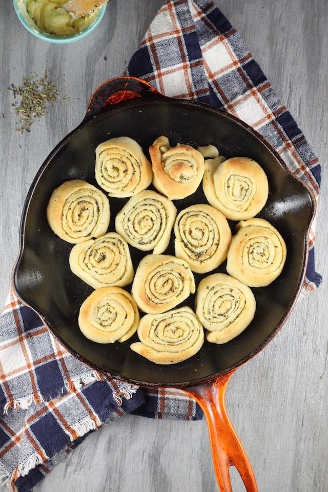 Quick Butter & Herb Rolls Recipe ~ MissintheKitchen.com