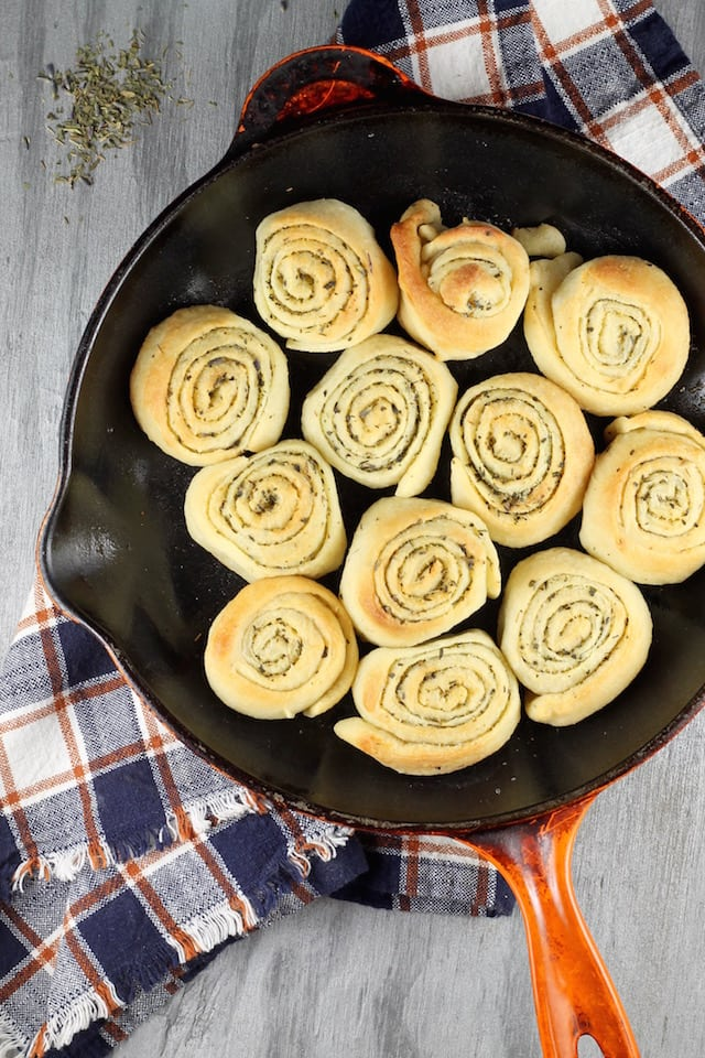 Quick Butter & Herb Rolls ~ so easy with any meal ~ MissintheKitchen.com