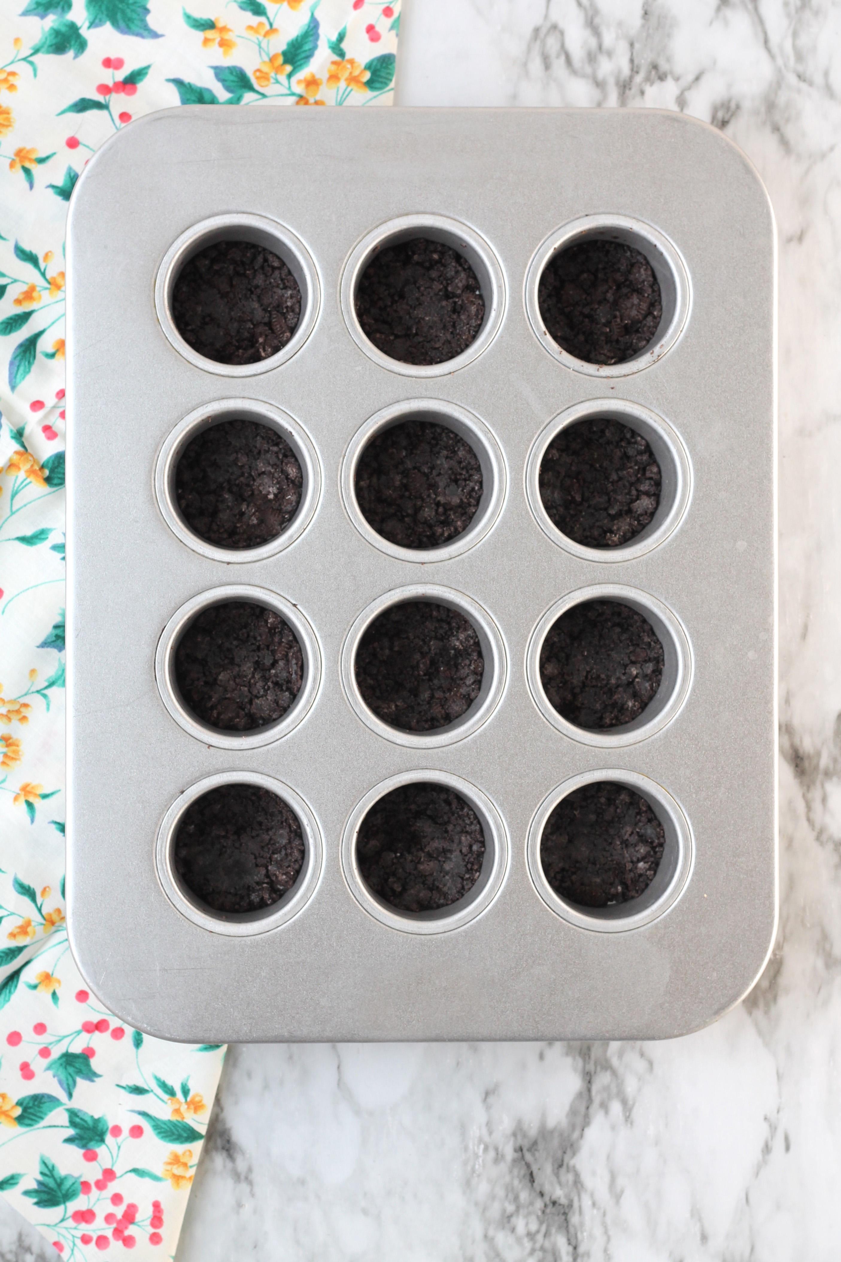 Mini Cheesecake Pan with chocolate crust