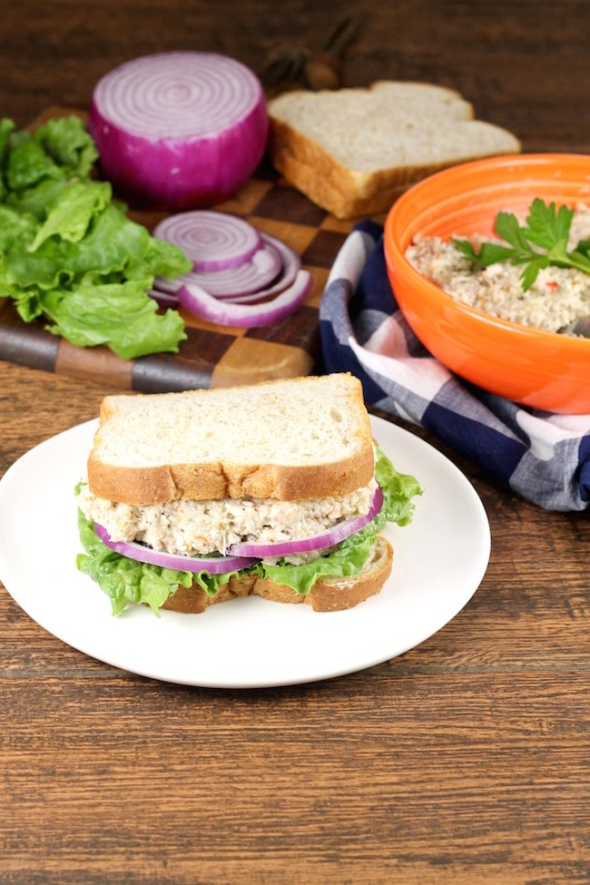 How to make turkey salad sandwiches